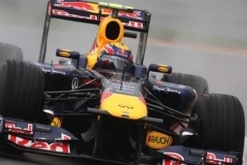 Webber snelste in verregende zaterdagtraining