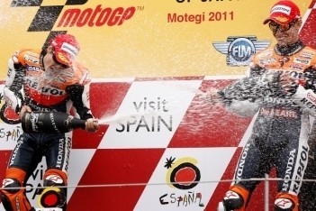 Pedrosa wint in Japan na fout van Stoner