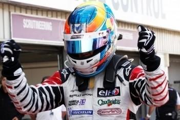 Wickens pakt pole voor eerste race Barcelona