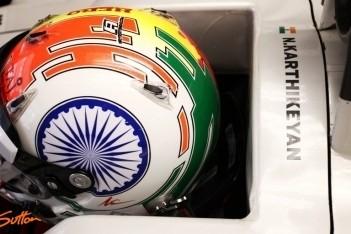 Gridstaf Karthikeyan na blokken Schumacher
