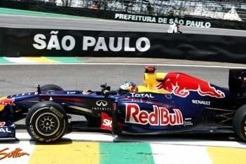 Vettel in de wolken met historische pole