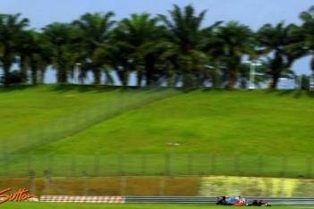 Hamilton opent Maleisisch weekend als snelste