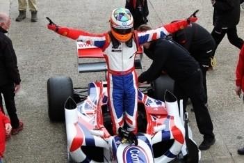 Bacheta behaalt eerste F2-overwinning