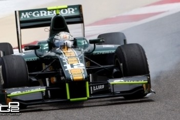Van der Garde scoort pole-postion in Bahrein