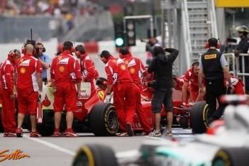 Ferrari met nieuwe voorvleugel naar Valencia