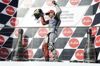 Lorenzo kampioen, Stoner wint in Australië