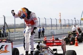 Hamilton wint Amerikaanse GP, Red Bull kampioen