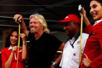 Branson in mei stewardess op vlucht Air Asia
