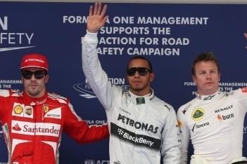 Hamilton pakt zijn eerste pole voor Mercedes