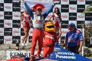 Sato pakt eerste IndyCar-zege in Long Beach