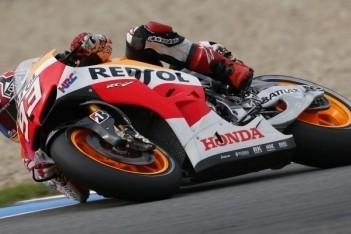 Marquez in Brno naar vierde overwinning op rij