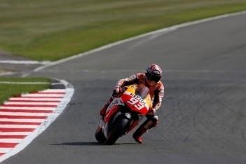 Marquez verslaat Lorenzo in kwalificatie Engeland