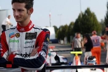 Fontana gaat met drie jaar oude Renault testen