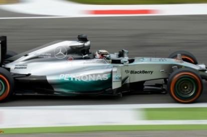 Hamilton geeft het tempo aan in eerste training Italië