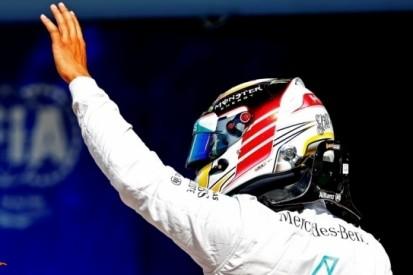 """Hamilton: """"Ik hoop op wat concurrentie van de anderen"""""""