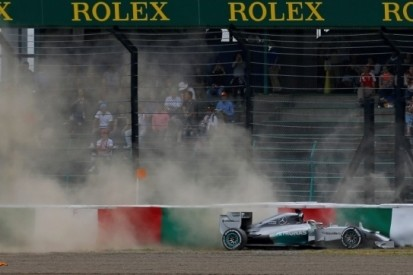 Rosberg snelste in derde training Japan, Hamilton crasht