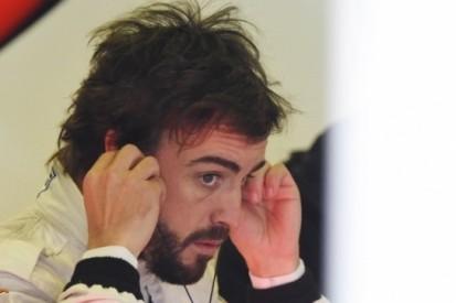 Alonso loopt hersenschudding op na ongeluk in Barcelona