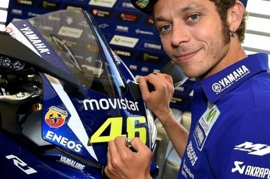 Yamaha-motor met handtekening Rossi in veiling
