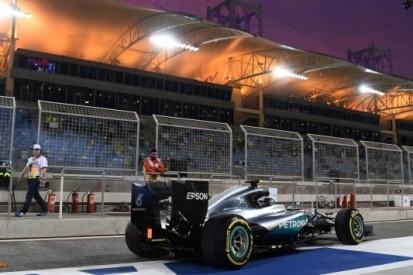Rosberg ook in het donker de beste, Verstappen vierde