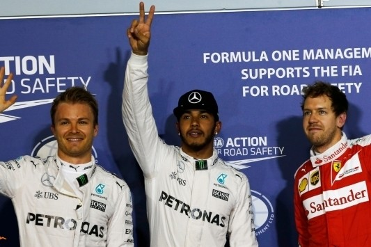 Pole Hamilton, Verstappen en Vandoorne op tien en twaalf