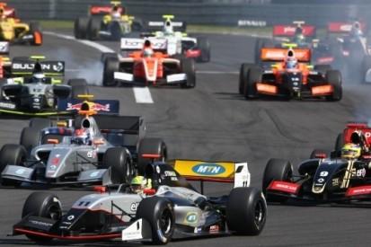 Strakka mist eerste Formule V8 3.5-race van 2016