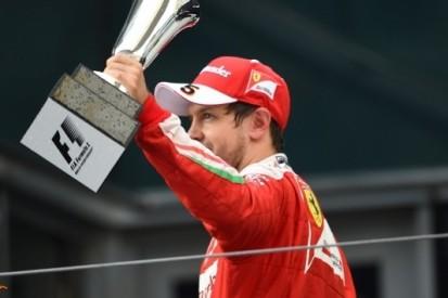 """Vettel passeert twee man bij inrijden pits: """"Dat mag gewoon"""""""