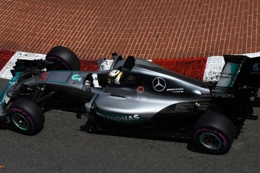 """Hamilton baalt: """"Ik ga in de race van alles proberen"""""""