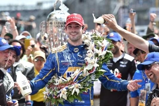 Rossi zorgt voor daverende verrassing op Indianapolis