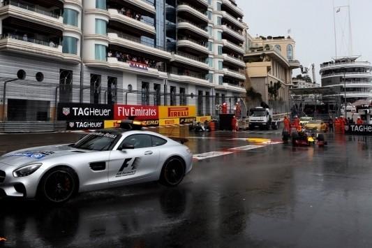 "Villeneuve over start achter safety car: ""Krankzinnig"""