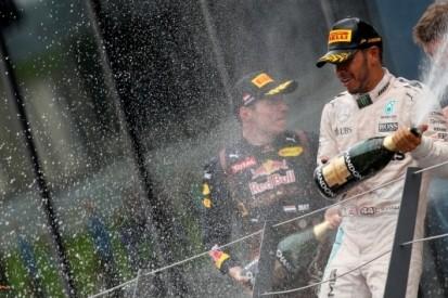 "Hamilton crasht met Rosberg: ""Ik liet genoeg ruimte"""