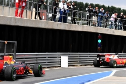 Raikkonen stuurt Ferrari naar snelste tijd op Silverstone