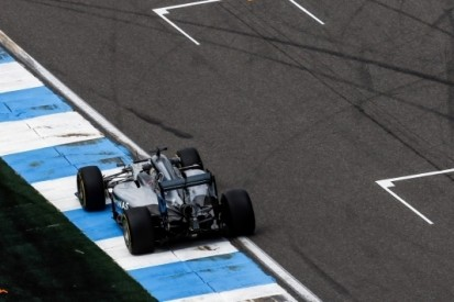Hamilton kan opgelucht ademhalen na bezoek aan stewards