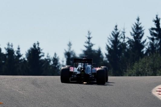 Alonso overtreft Hamilton: gridpenalty van zestig plaatsen