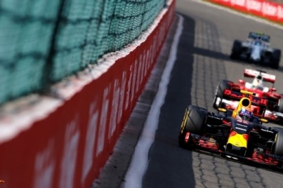 "Felle Verstappen: ""Ferrari's verzieken mijn race"""