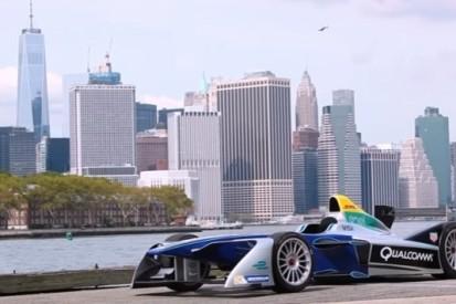 Formule E racet in New York door Brooklyn Cruise Terminal