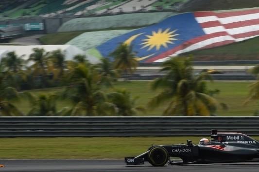 Gridstraf voor Alonso loopt op naar 45 plaatsen