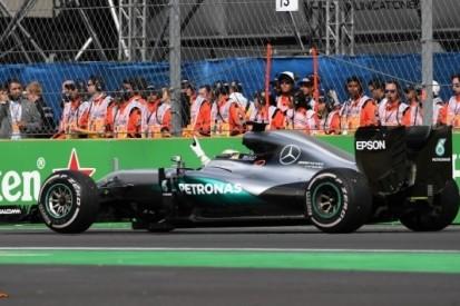 Mercedes verbreekt met zeventiende seizoenszege eigen record