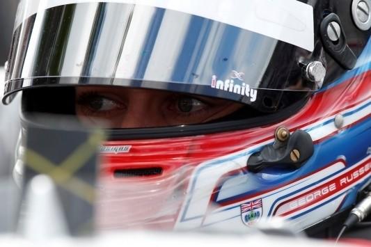 Russell verrast met pole voor kwalificatierace Macau