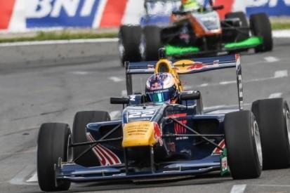 Verschoor zakt naar P3 in klassement, Piquet wint
