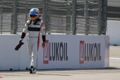 Alonso zet MCL32 in opwarmronde al aan de kant