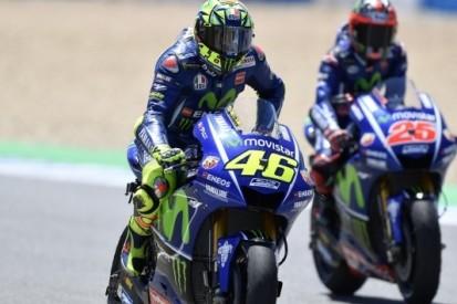 Rossi en Viñales tasten in het duister na offday