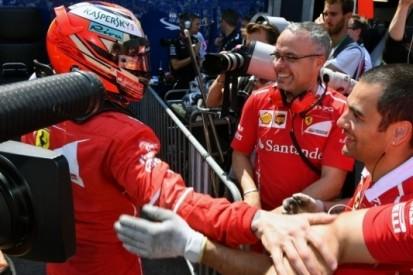 Räikkönen verbreekt met pole stokoud record Andretti