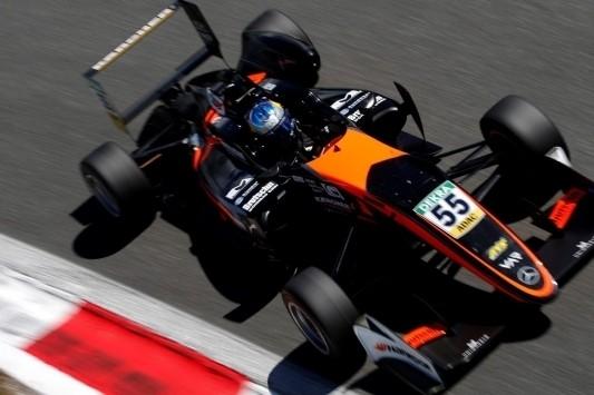 Van Amersfoort breekt na drie F3-ronden met Beckmann