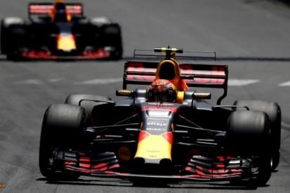 """Webber ziet 'interessant' duel bij Red Bull: """"Max is on fire"""""""