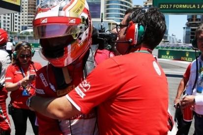 Formule 2: Leclerc steelt de show in straten van Baku
