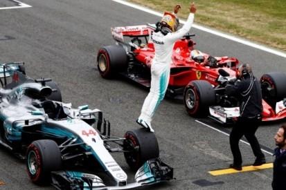 Hamilton pakt pole, Verstappen op tweede startrij