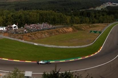 Hamilton maakt indruk, Verstappen vierde in eerste training