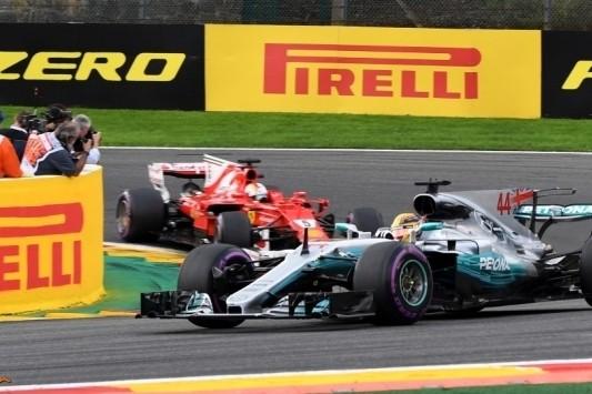 Hamilton verslaat Vettel op Spa, Verstappen valt weer uit