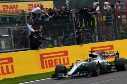 """'Driver of the Day' Hamilton juicht: """"Hier kwam ik voor"""""""
