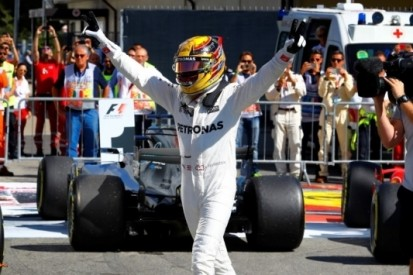 Hamilton slaat dubbelslag op Monza, Verstappen tiende